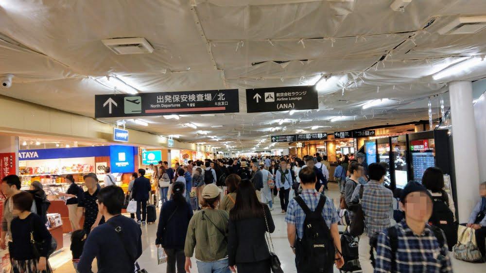 福岡空港の人混み